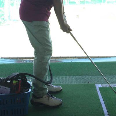 ゴルフクラブを握るVAD患者