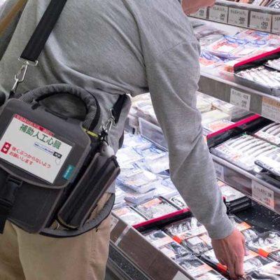 スーパーで買い物をするVAD患者